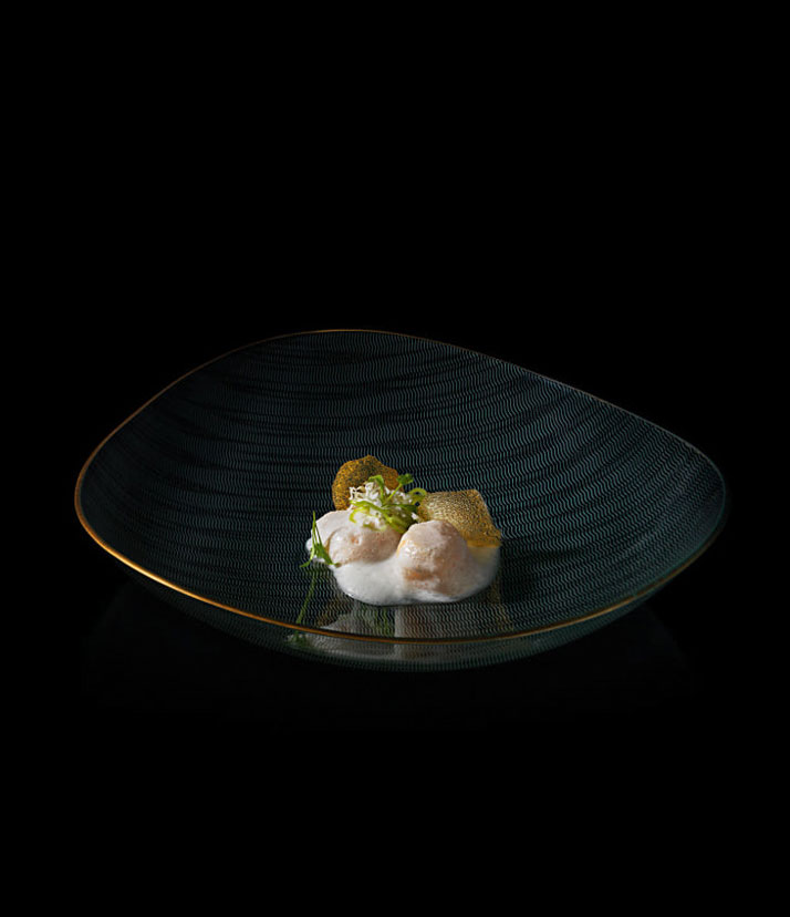 Scallops with coconut milk, aromatic pepper and crispy mango. D.O.M.: Rediscovering Brazilian Ingredients. Alex Atala. Photo © PHAIDON.