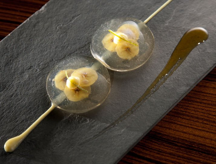 Banana, lime and priprioca caramel ravioli. Photo © Alex Atala, D.O.M.
