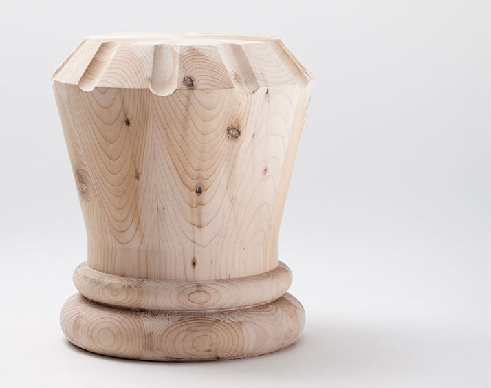 Regina stool, photo © Andrea Basile.