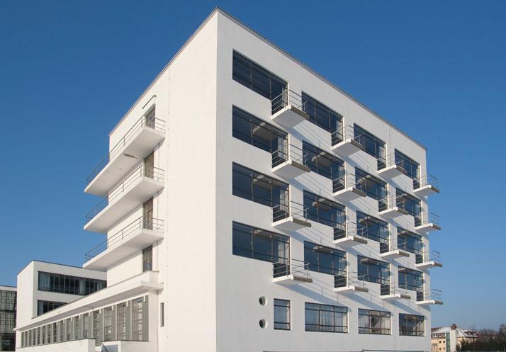 Studio building (Prellerhaus) of Bauhaus building Dessau, Walter Gropius 1925/26, View from south-east.Photo: Yvonne Tenschert, 2012, Bauhaus Dessau Foundation.