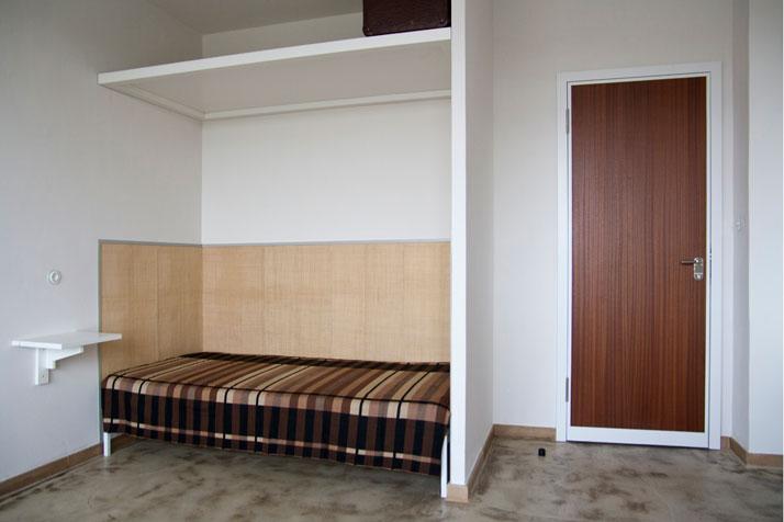 sleeping like a bauh usler yatzer. Black Bedroom Furniture Sets. Home Design Ideas