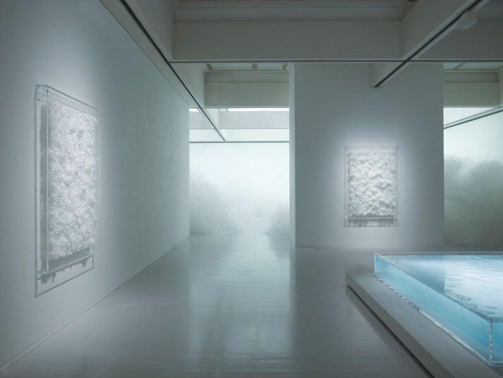 Tokujin Yoshioka, Tornado 2007 and Swan Lake 2013.photo © MOT / Museum of Contemporary Art Tokyo.