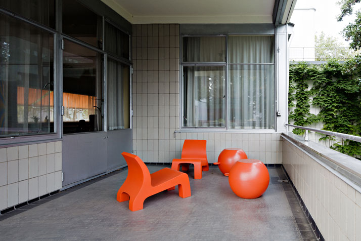 Sonneveld House Balcony, with 'Rhino' chairs and objects designed by Richard Hutten. Photo by Johannes Schwartz.