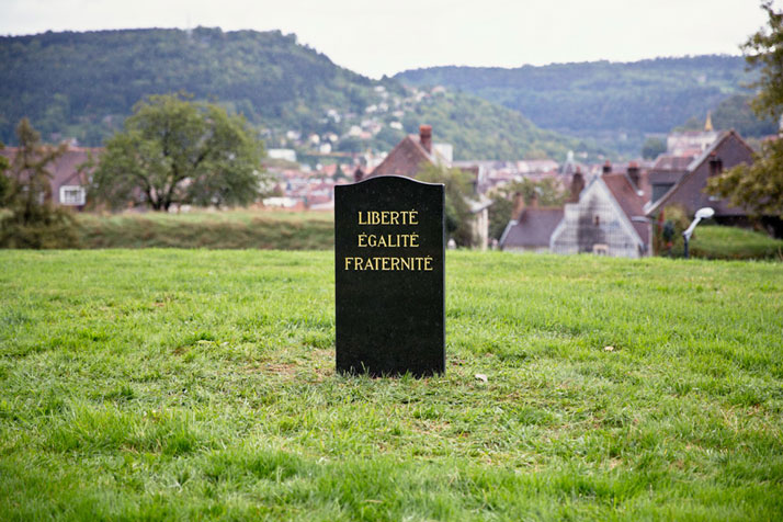 Installation of a black marble tombstone with carved letters covered in 24k gold with the inscription: Liberté, égalité, fraternité ''Liberty, Equality, Fraternity''. Besançon, France. Photo © SpY.