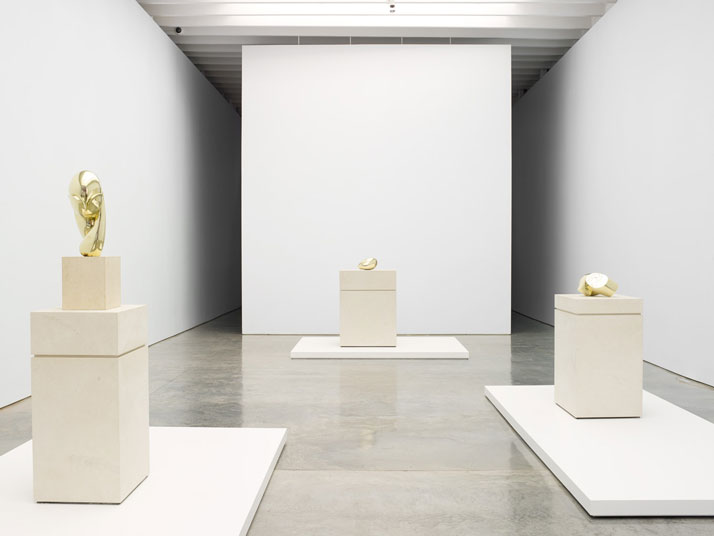 Constantin  Brancusi. From left to right: Mademoiselle Pogany II,  Sleeping Muse II  and  Head. Installation view at Paul Kasmin Gallery during the  exhibition  ''Brancusi in New York 1913–2013''. Courtesy of the Brancusi  Estate and  Paul Kasmin Gallery.