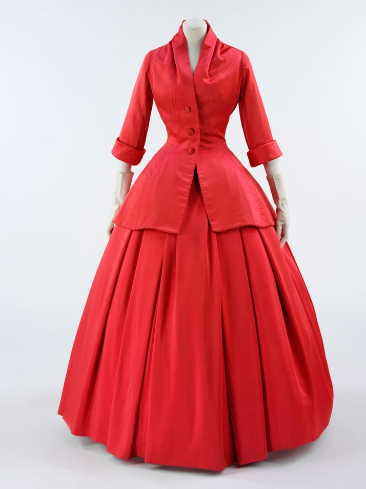 'Zemire' ensemble, Christian Dior 1954-55.photo © Victoria and Albert Museum.