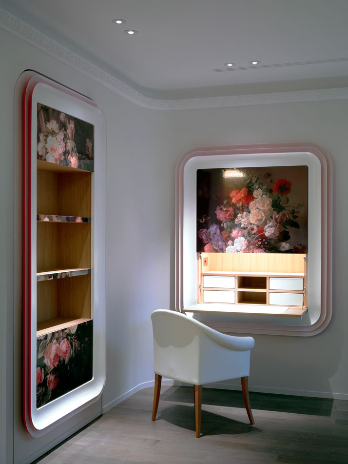 Framed  Dutch silk-screens on wood  decorate the lounge area in the guest  suite, concealing a foldable  secretary desk and a closet.Photo © Paul Graves for AD Magazine.