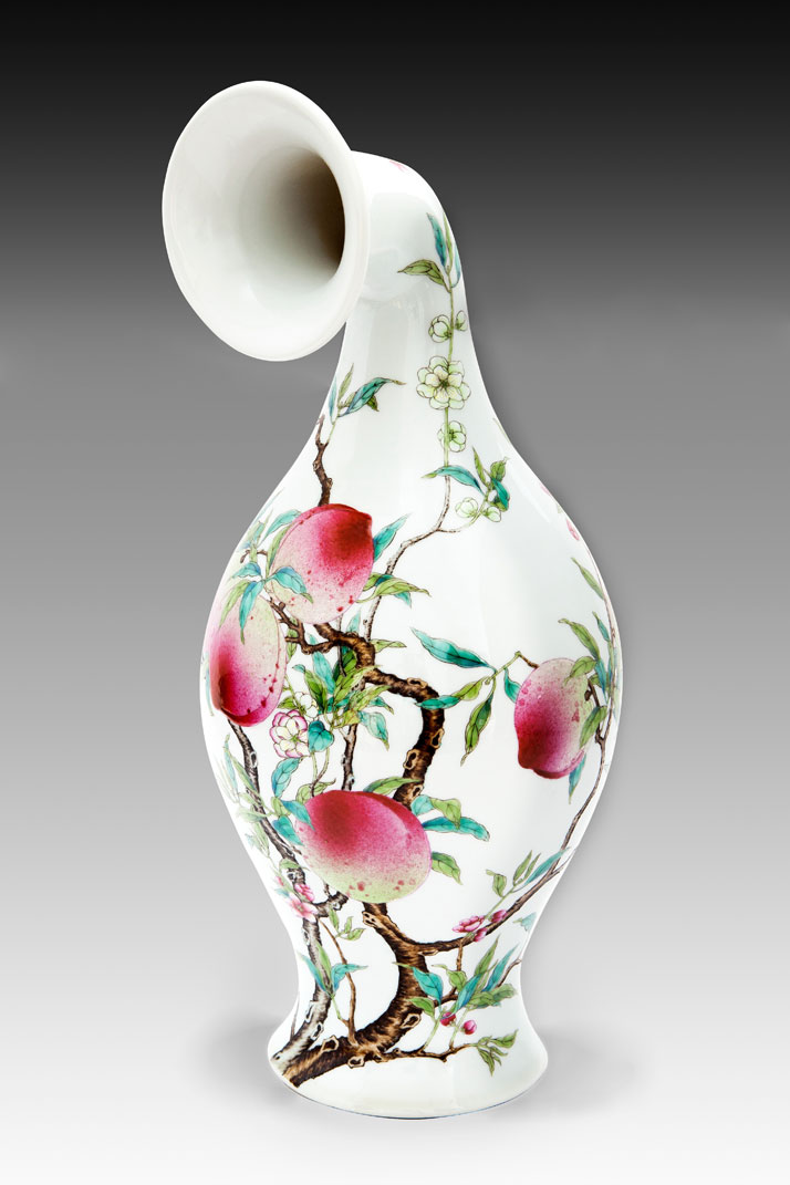 Xu Zhen, MadeIn Curver Vase-Famille-rose Olive Vase with Bat and Peach Design Yongzheng Period Qing Dynasty, 2013InstallationPorcelain17x17x40 cmProduced by MadeIn Company