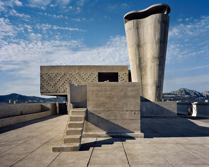 Le Corbusier / Unité d'habitation, Marseilles, 1946-52. View of the terrace roof with the superstructure © Richard Pare, 2011.