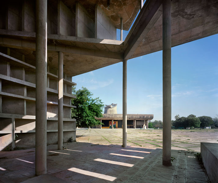 Le Corbusier / Assembly Building, Chandigarh, Punjab, India, 1955-62. View across the Tower of Shadows © Richard Pare, 2012.
