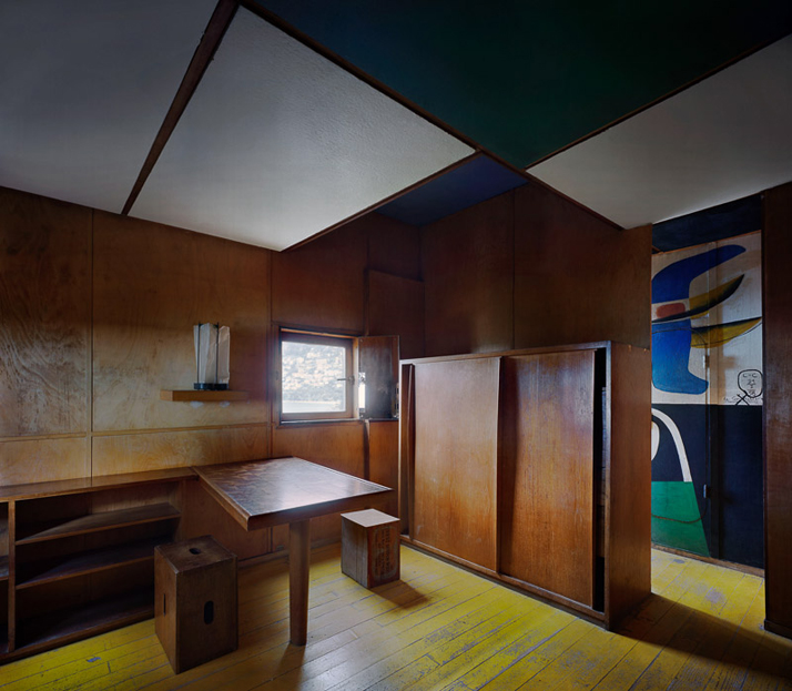 Le Corbusier / Cabanon, Roquebrune-Cap-Martin, 1952. View of the interior © Richard Pare, 2012.