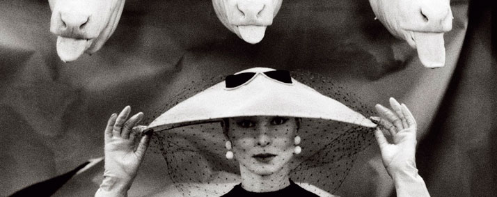 Guy Bourdin, Vogue France, February 1955.© Estate of Guy Bourdin, reproduit avec l'autorisation de Art + Commerce.