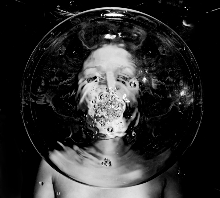 Asphyxia I, 2011. Photo © Flóra Borsi.