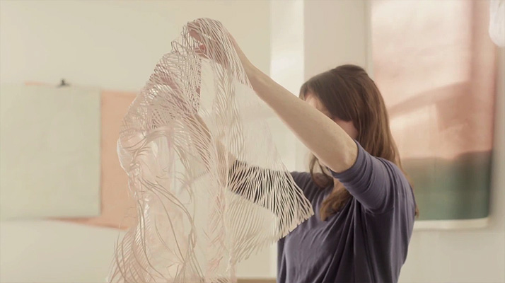 Making of ''the ornament'', Blanc de Blancs collection by Georgia Russell for Ruinart. Video screenshot © Ruinart.