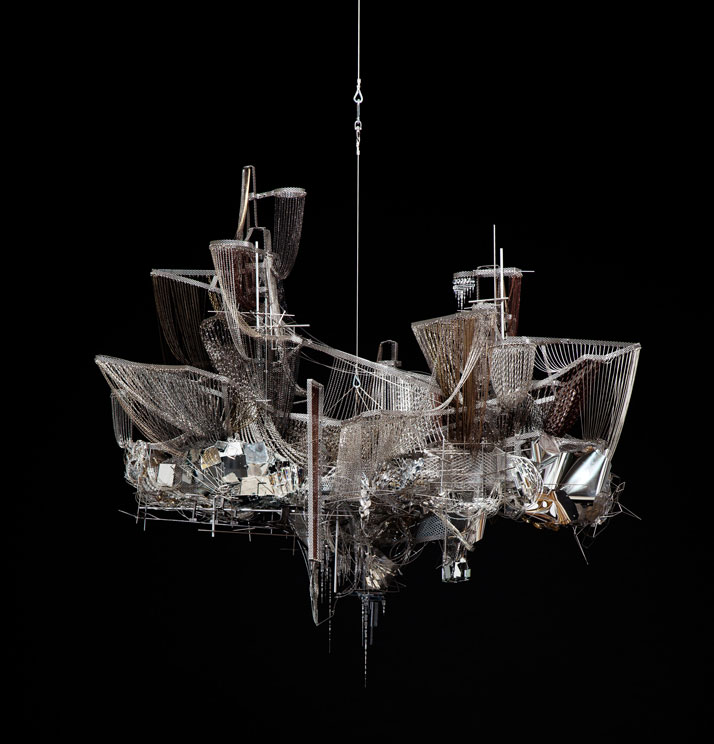 Lee BulA Perfect Suffering, 2011Perles en cristal, verre et acrylique sur chaînettes en acier et bronze, acier inoxydable, structure en aluminium163 × 174 × 116 cmCollection Mudam LuxembourgAcquisition 2013© Photo : Jeon Byung-cheol. Courtesy Studio Lee Bul, Séoul