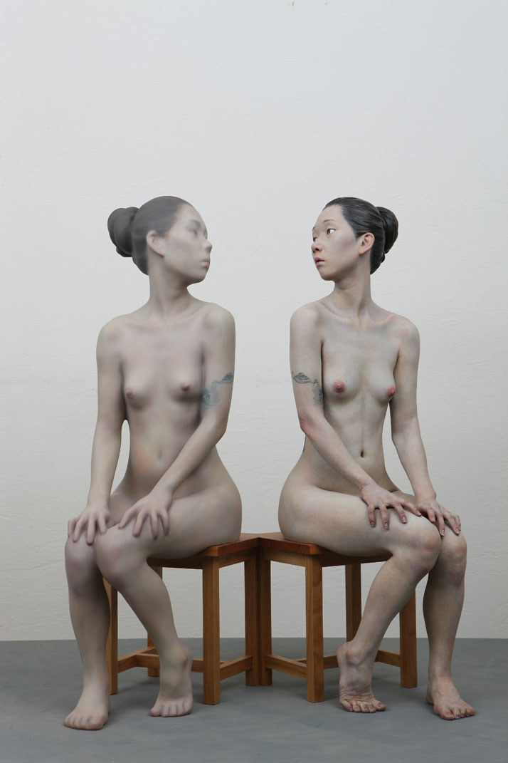 Choi Xooang, Reflection, 2012 Oil on Resin - 82 × 52 × 87 cmCourtesy of the artist & Galerie Albert Benamou, Paris