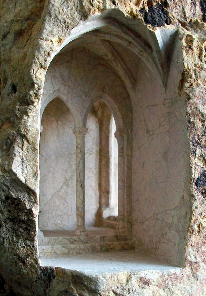 Gothic Passage (detail), photo © Matthew Simmonds.