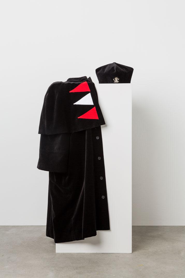 ALESSANDRO MENDINI ''Abito per Laurea Honoris Causas'', photo © Triennale di Milano.
