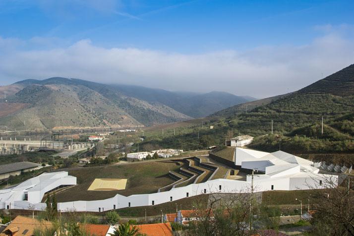 Pocinho High Performance Centre by Álvaro Fernandes Andrade, with the river Douro at the background; photo: João Morgado.