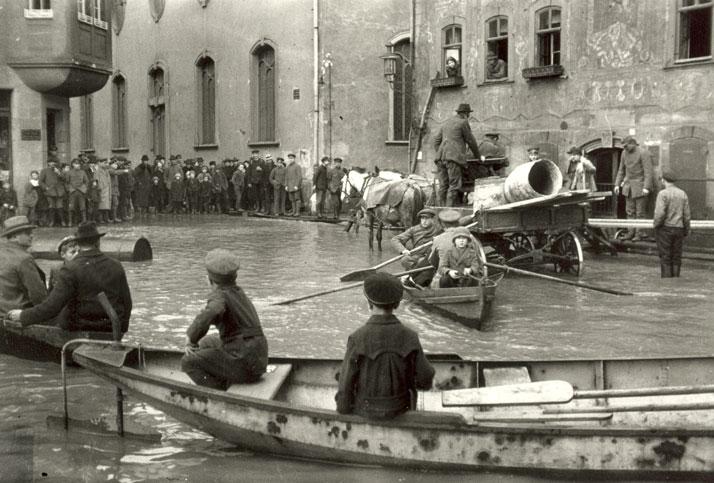 Oskar Barnack: Flood in Wetzlar, 1920. © Leica Camera AG.