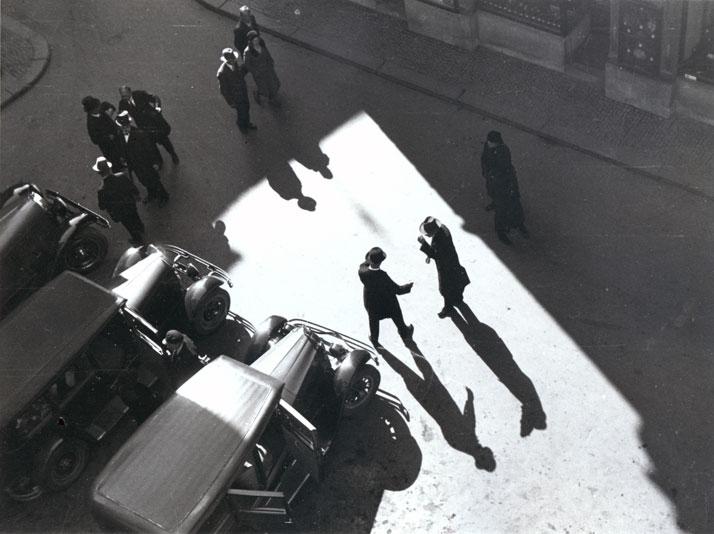 Anton Stankowski : Greeting, Zurich, Rüdenplatz, 1932. © Stankowski-Stiftung.