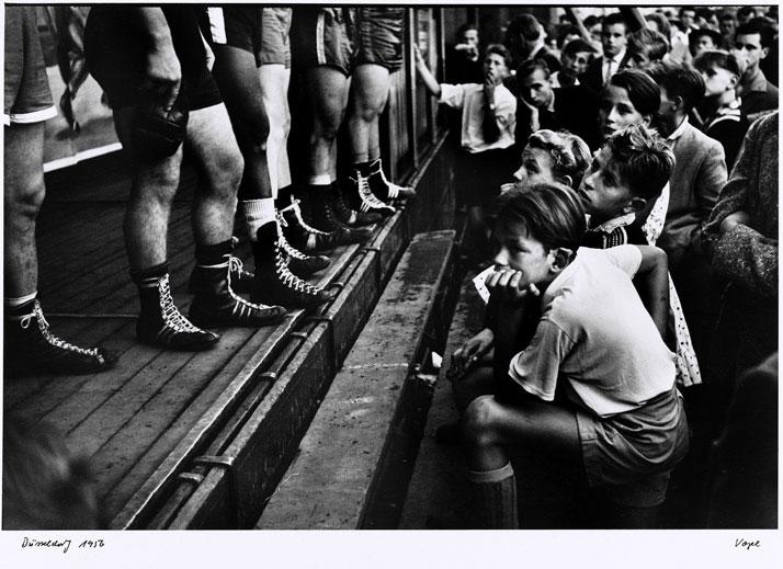 Walter Vogel: Boxerbeine, Düsseldorf 1956. © Walter Vogel.
