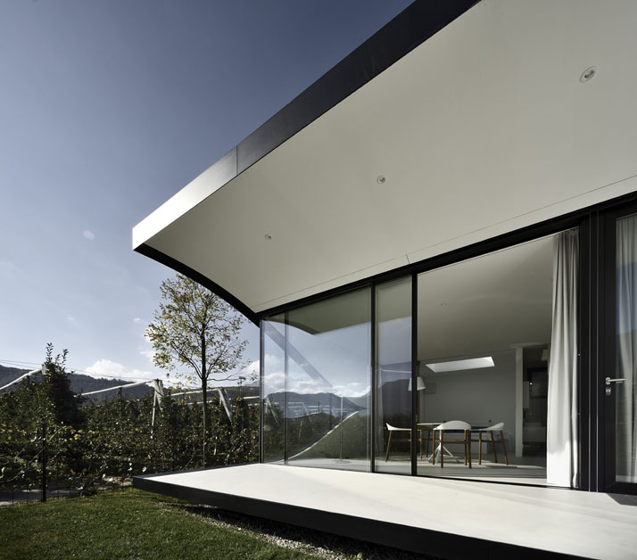 Mirror Houses. Photo © Oskar Da Riz.