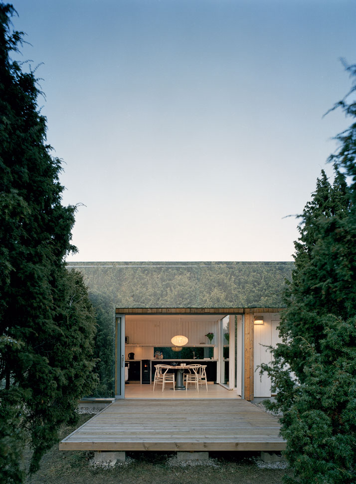 Juniper House by Murman Arkitekter in Gotland, Sweden, from the book Rock the Shack. Photography: Åke E-son Lindman. Copyright Gestalten 2013.