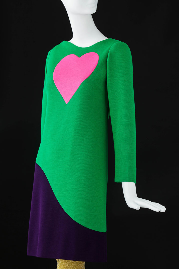 Cocktail dress, Fall-Winter 1966, Inspired by Pop Art. Photo © Fondation Pierre Bergé – Yves Saint Laurent / Sophie Carre.
