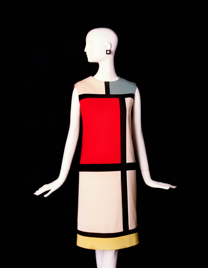Short cocktail dress, Fall-Winter 1965, Tribute to Piet Mondrian. Photo © Fondation Pierre Bergé – Yves Saint Laurent / Alexandre Guirkinger.