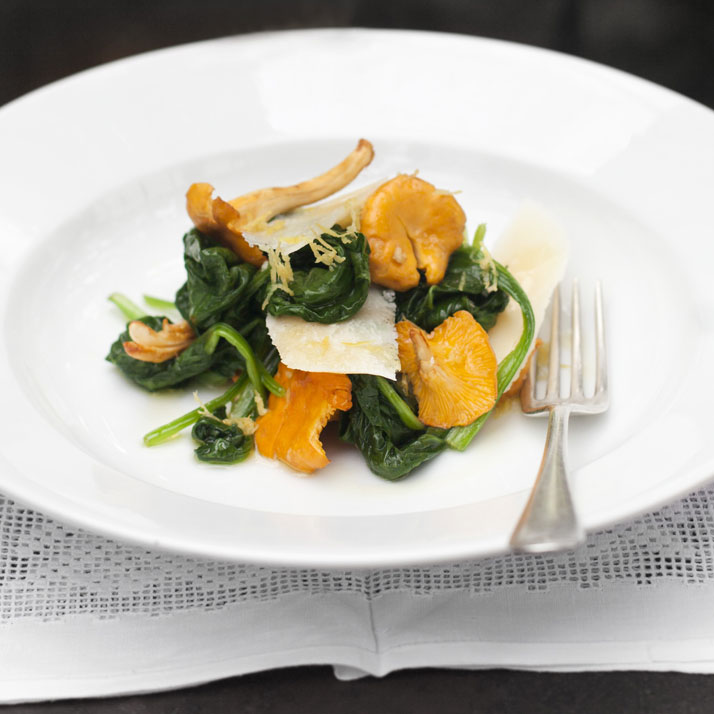 Salad of raw girolles, spinach, aged parmesan and creme fraiche, photo © Lisa Barber.