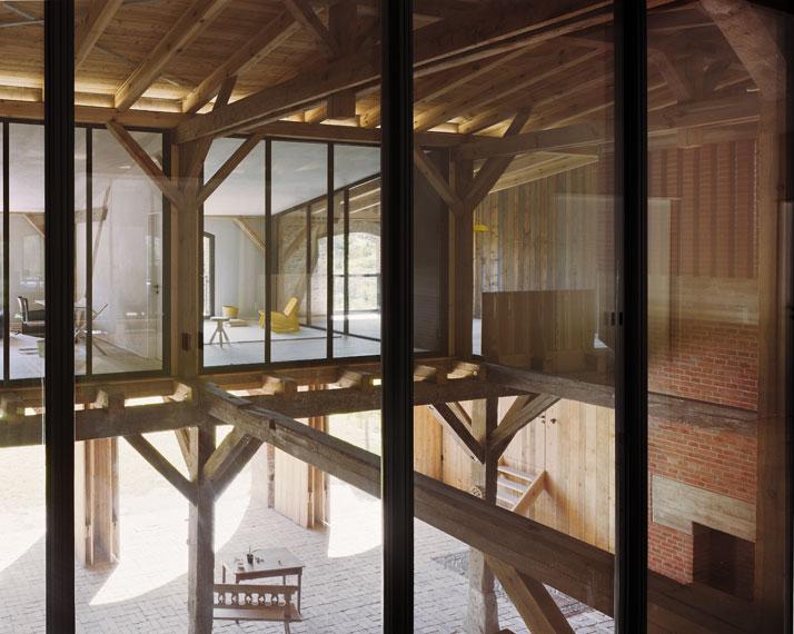 de cora o transforma o de um celeiro numa brilhante. Black Bedroom Furniture Sets. Home Design Ideas