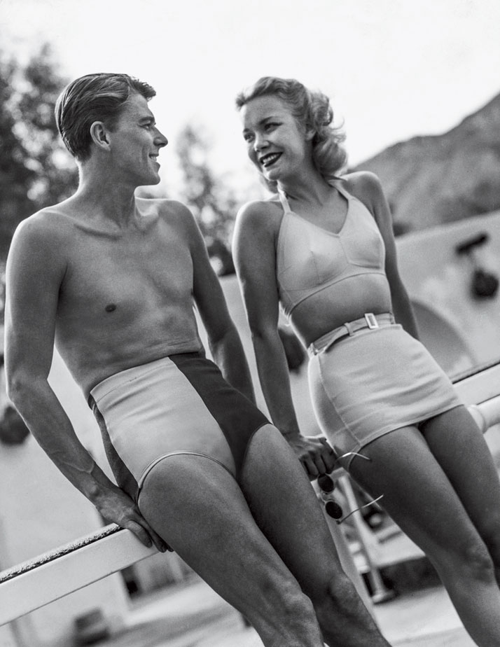 Photo from the book The Stylish Life - Yachting, published by teNeues. Ronald Reagan and Wife Jane Wyman. Photo © Condé Nast Archive/Corbis.