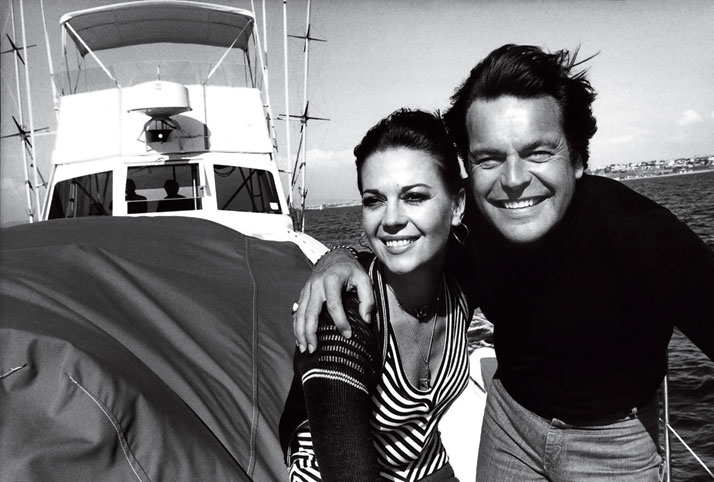 Photo from the book The Stylish Life - Yachting, published by teNeues. Natalie Wood and Robert Wagner, Photo © Steve Schapiro/Corbis.