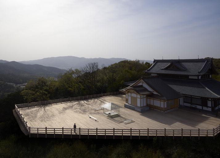 Tokujin Yoshioka KOU-AN Glass Tea House. Photo © Yasutake Kondo.