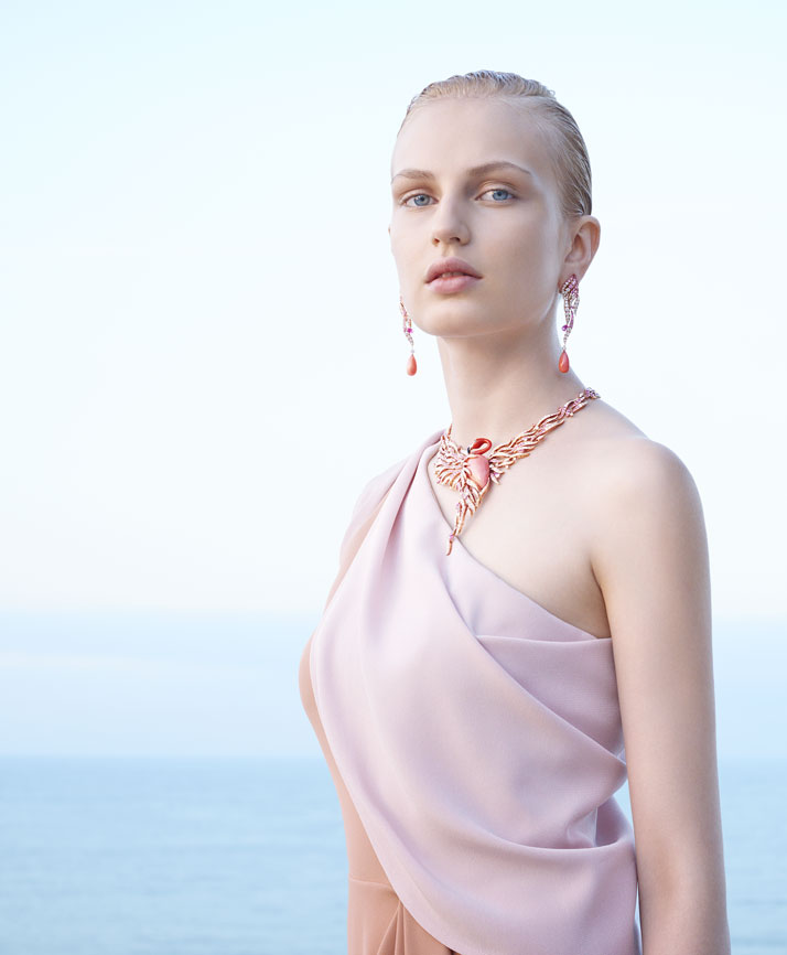 Seven Seas campaign shot featuring the Flamant Corail necklace and earrings. © Van Cleef & Arpels. Photo by Sonia Sieff.