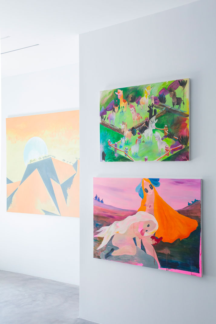 Dio Horia Contemporary Art Platform, Dio Horia in Mykonos exhibition, Installation view. Photo: Pinelopi Gerasimou. Left: Wilhelm Sasnal, Leros, 2014. Oli on canvas, 140 x 160 cm. Right: two paintings by Aleksandra Urban.