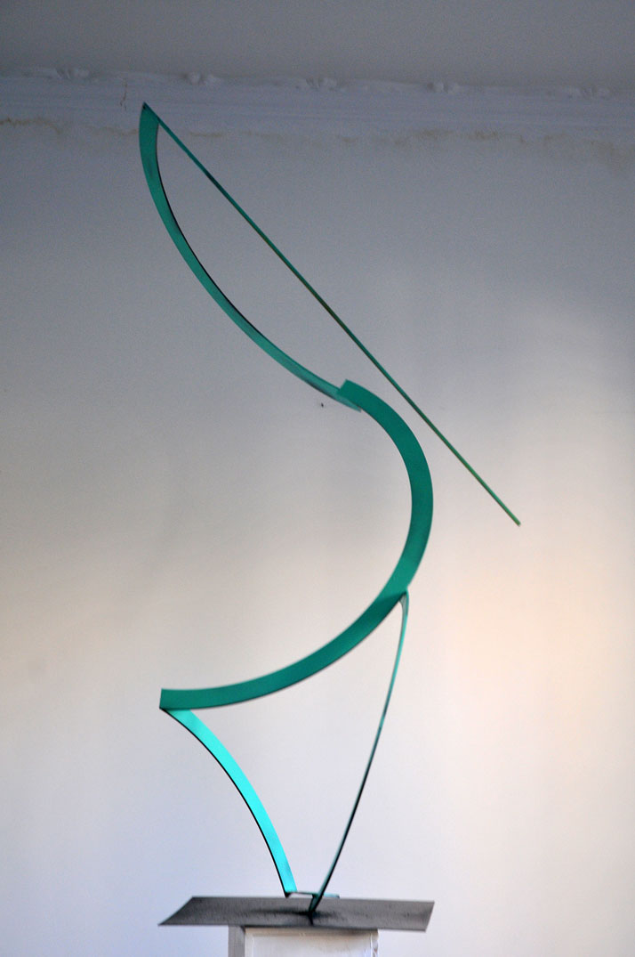 Vassilis H., Pelican, 2014. Steel, spray paint, 143x60x70. Photo © the artist.