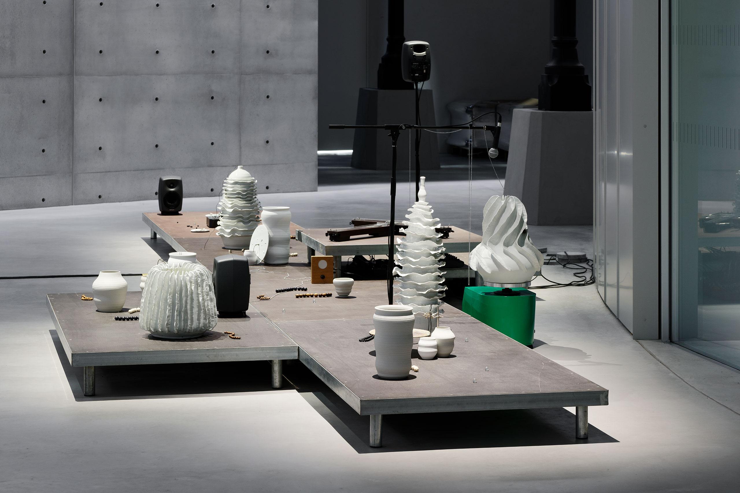 Tarek Atoui, The Ground, 2019 (détail). © Tarek Atoui. Exhibition views of Ouverture, Bourse de Commerce — Pinault Collection, Paris, 2021. Photo Aurélien Mole