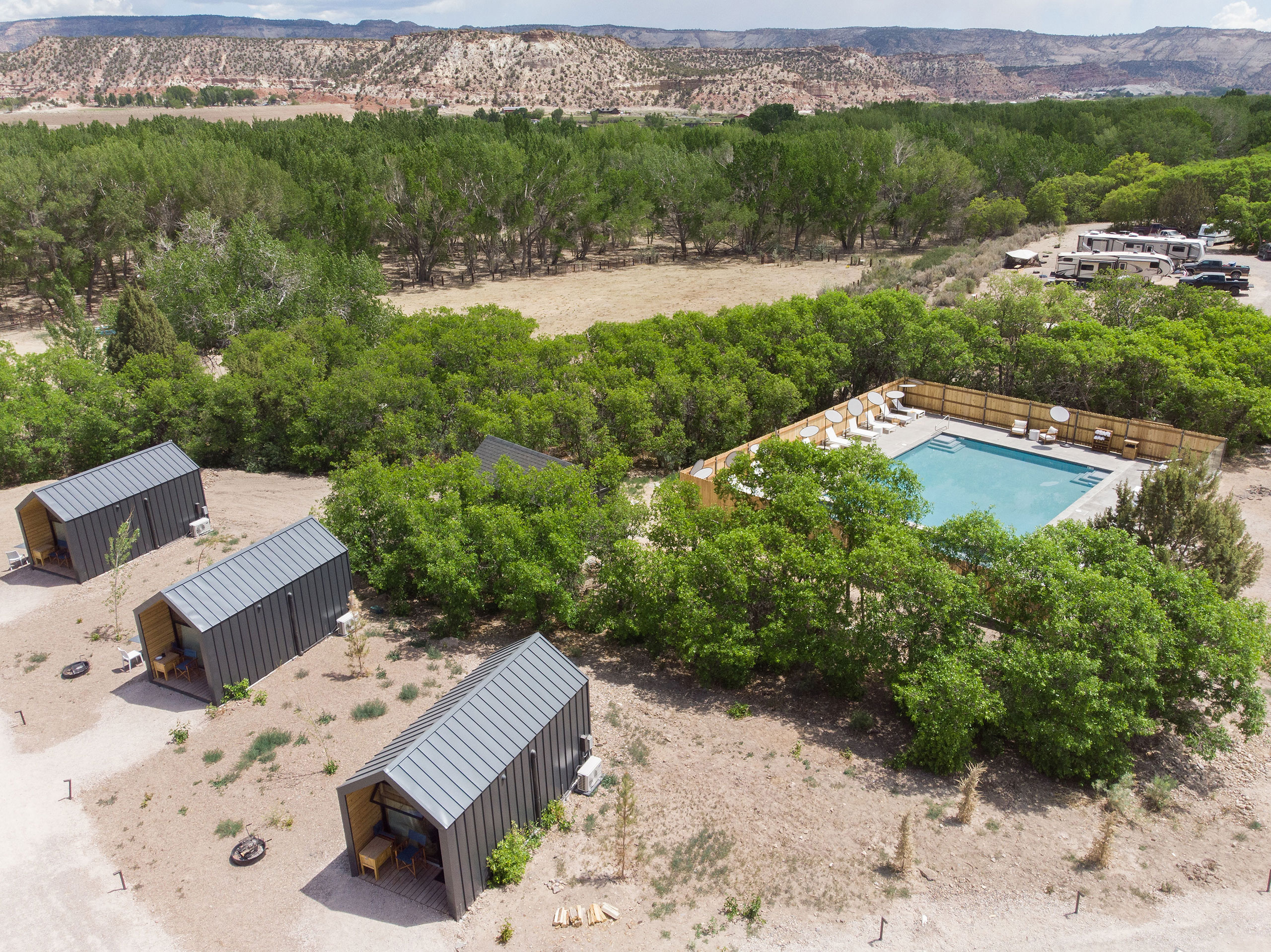 Pool and Cabins.Photography by Kim and Nash Finley.
