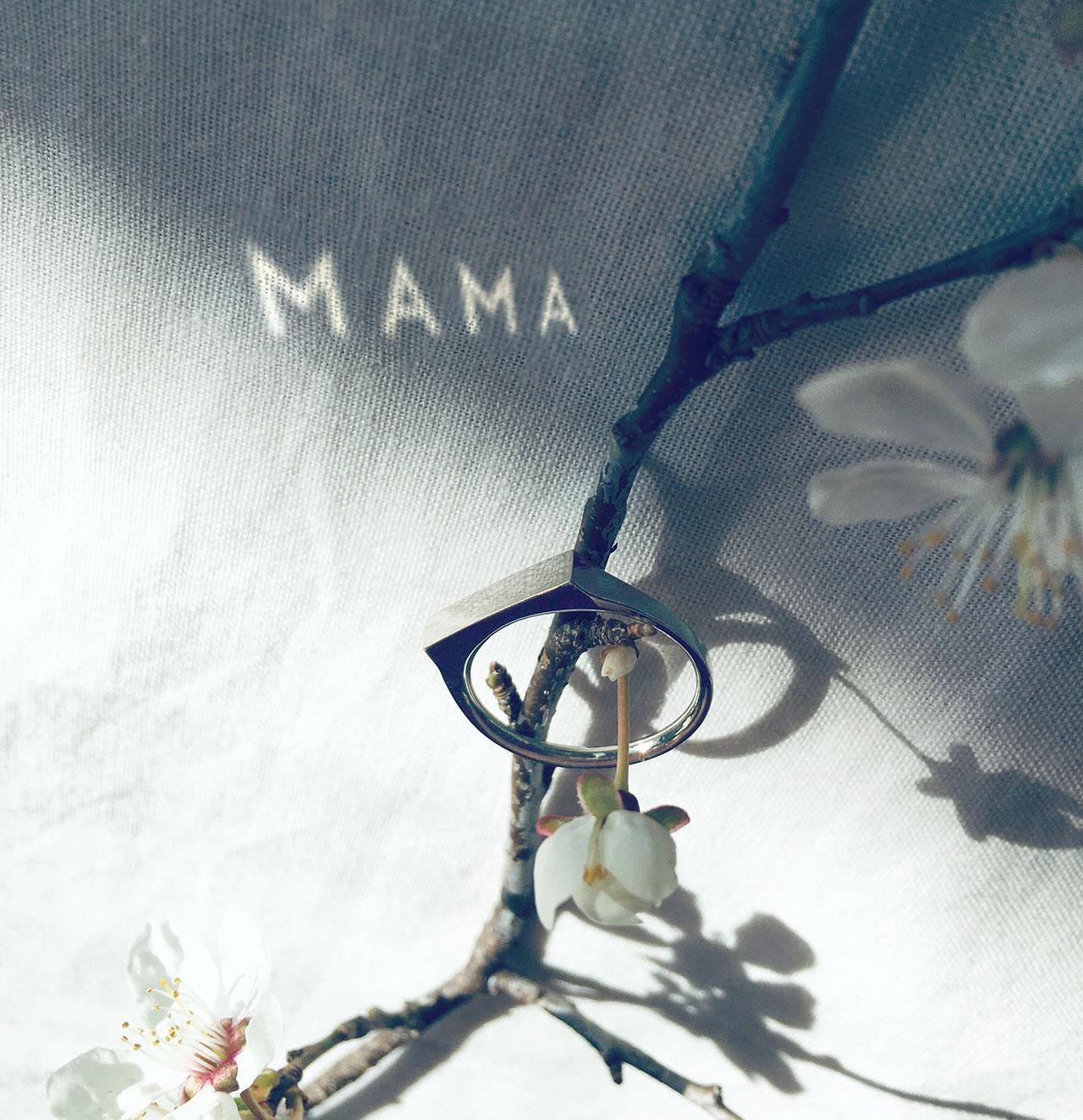 Bar Ring MAMA © THE RAYY
