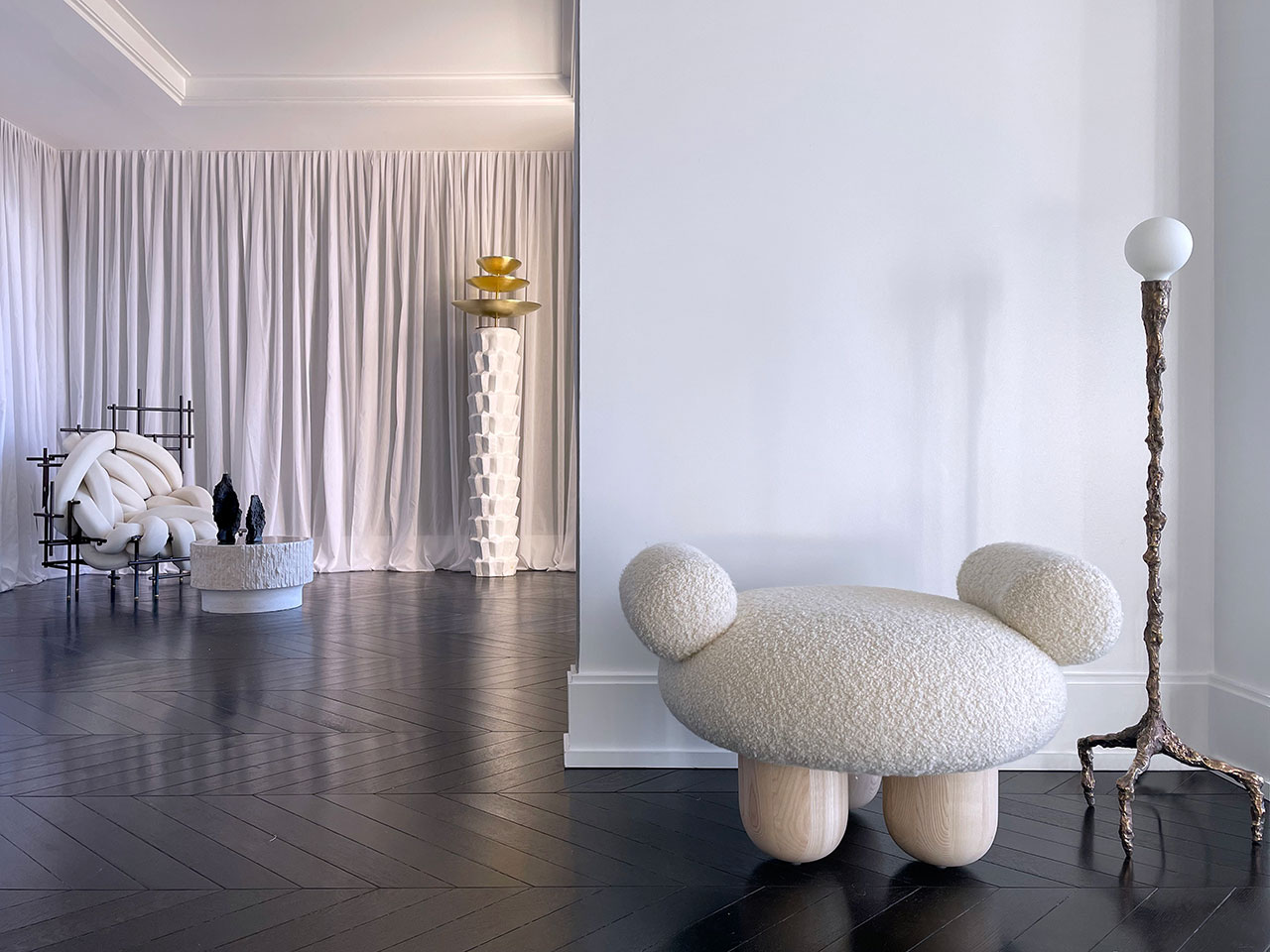 Galerie Philia at Walker Tower, Chelsea, New York. Courtesy of Galerie Philia. Featured: Pietro Franceschini, Bling Bling, 2020. Ottoman. Ash Wood, Lamb. 79 x 43 x 63 cm. William Guillon, Sweet Thing IV, Unique Bronze Sculptural Lamp, 2019. Bronze.130 x 38 x 38 cm.