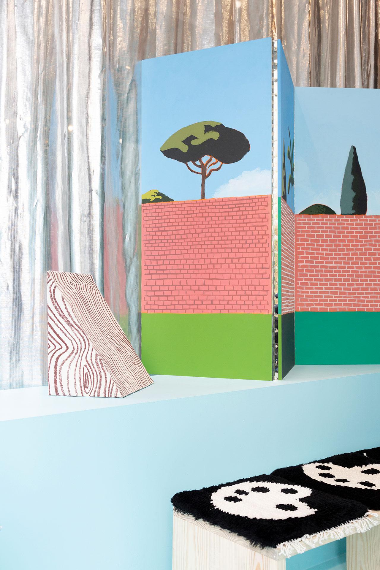 """Cales"" cushion by Elvire Bonduelle, ""Paravent Ostia"" screen by Matthieu Cossé and ""White Paw"" chair mat by Camila Oliveira Fairclough. Photography © Émile Kirsch."