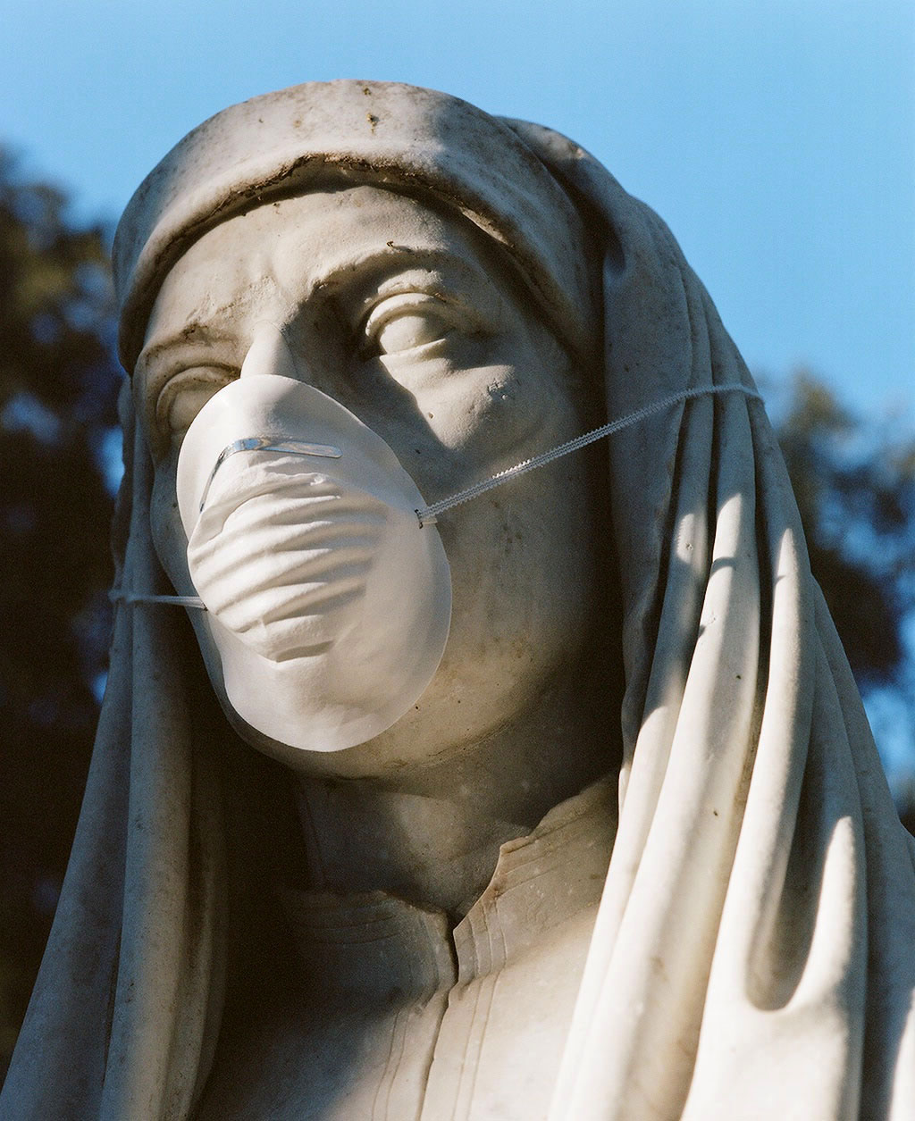 Bust of painter Giotto (1267-1337) at Villa Borghese gardens, Rome. Photo © Federico Pestilli.