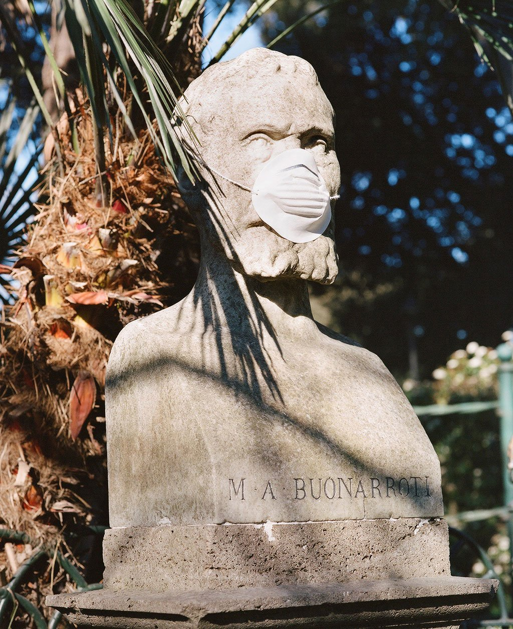 Bust of architect, sculptor and painter Michelangelo Buonarroti (1475-1564) at Villa Borghese gardens, Rome. Photo © Federico Pestilli.