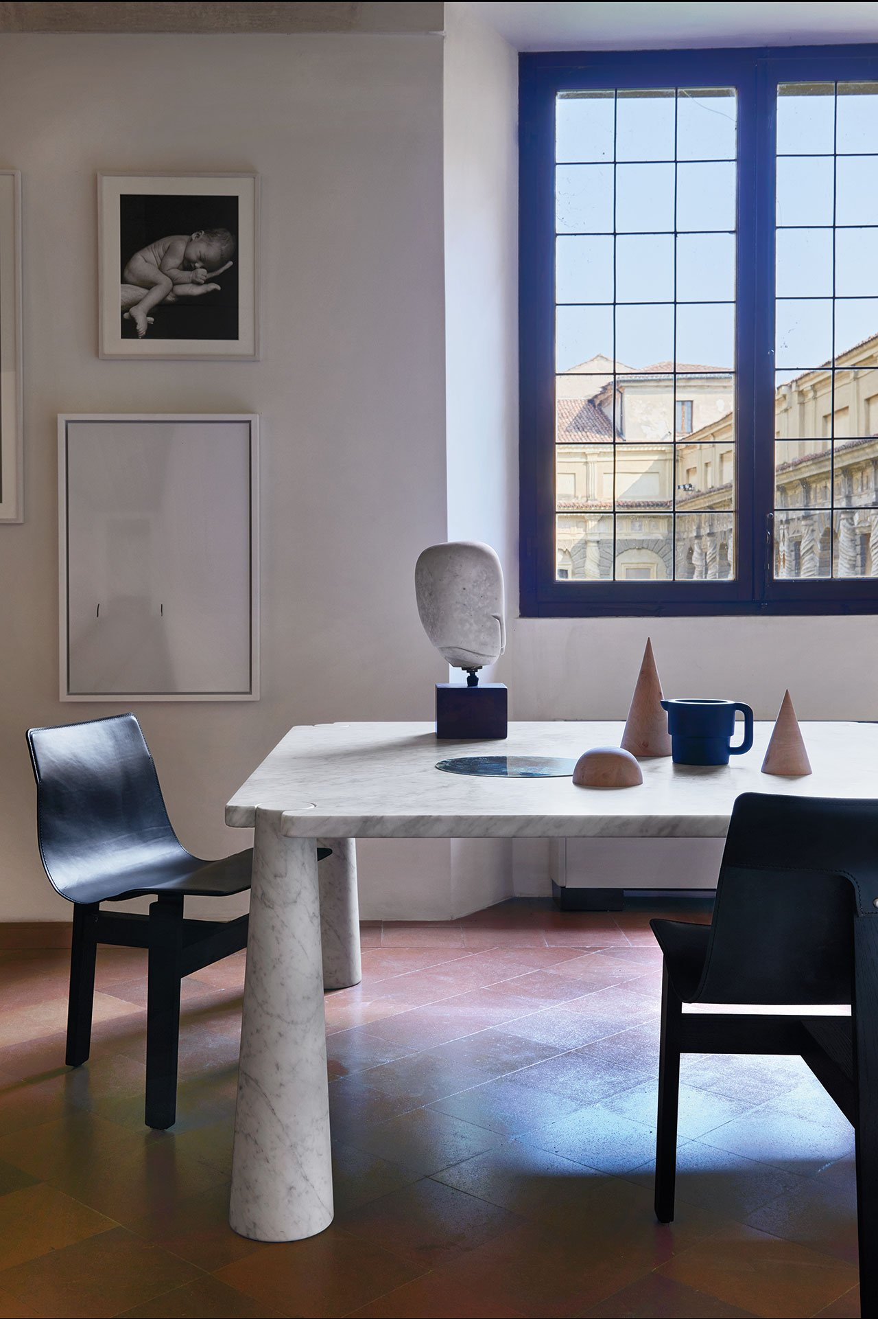 Eros table and Tre3 chairs, The Mangiarotti Collection, Agapecasa© Agape