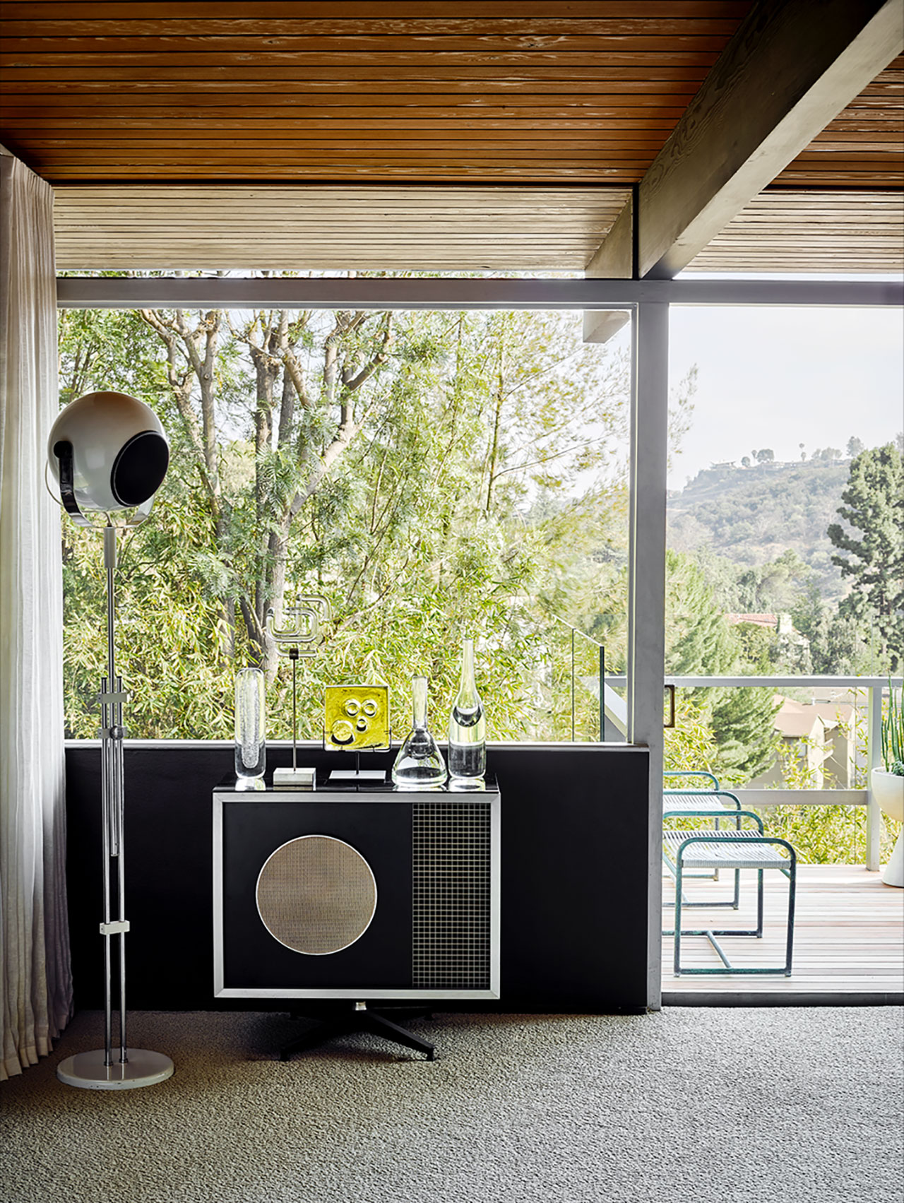 Photography by Douglas Friedman. Featured: Eames Speaker used as side table.