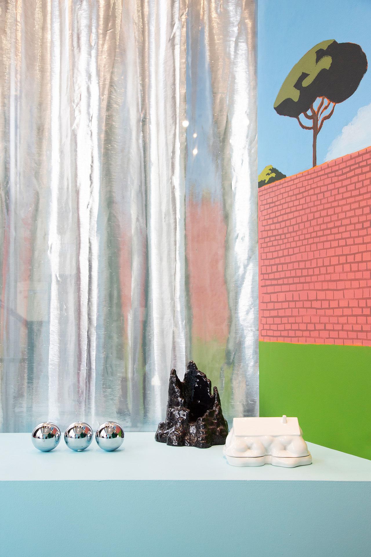 """""""Triplette Alchimique"""" pétanque balls byRenaud Perriches,""""Grotte à savon"""" soap dish byFlorian Bézu,""""Little Big House"""" butter dish byErwin Wurmand """"Paravent Ostia"""" screen by Matthieu Cossé. Photography © Émile Kirsch."""