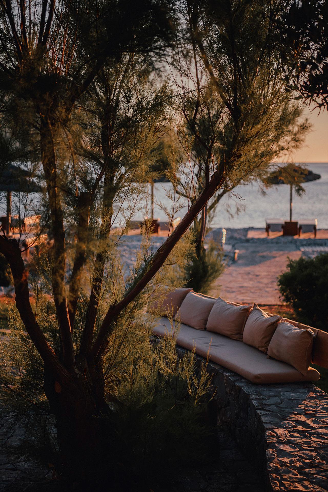 Isola Beach Club © PHĀEA Resorts.