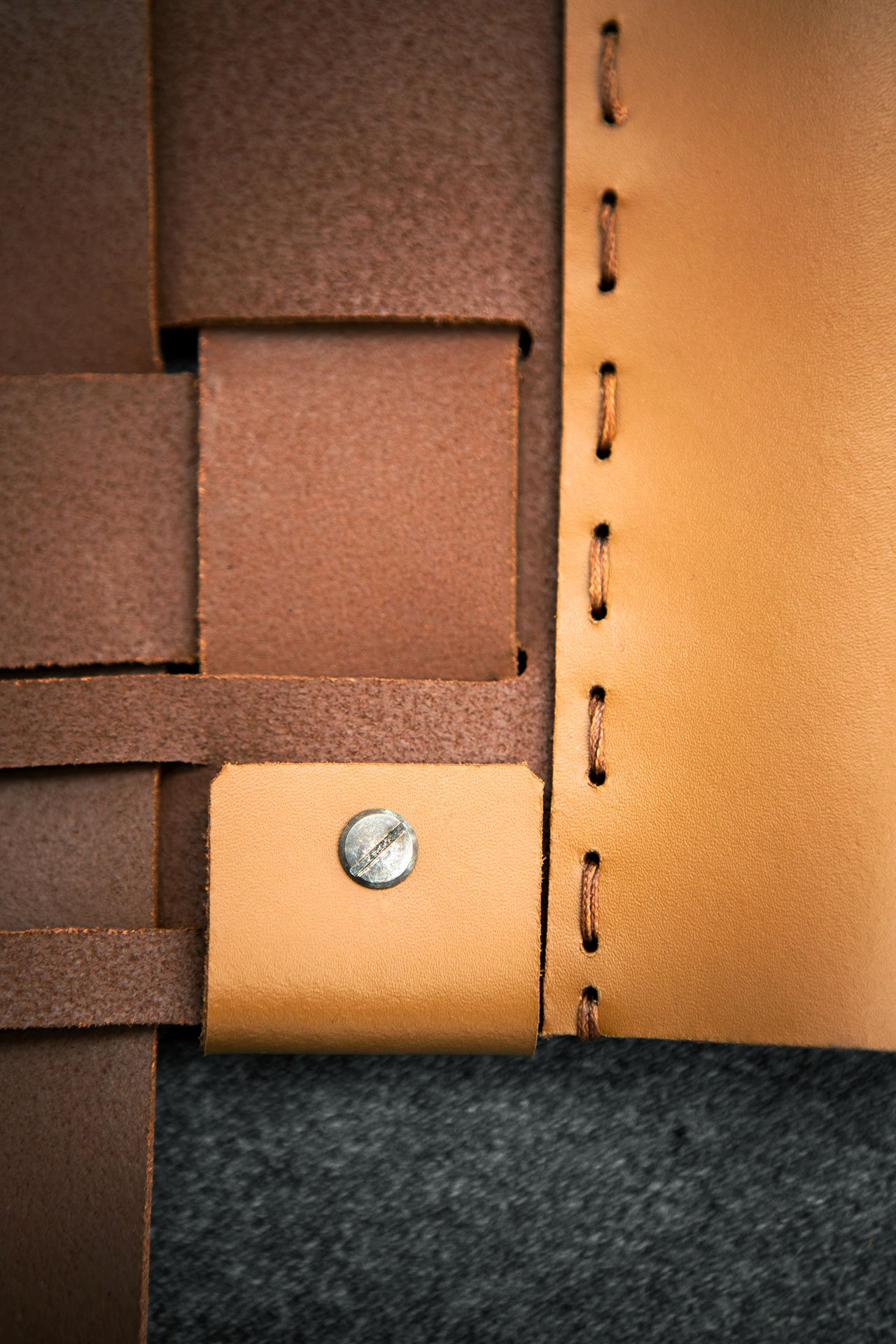 Cestonesofa(leather detail) by Antonio Citterio for Flexform. Photo© Flexform.